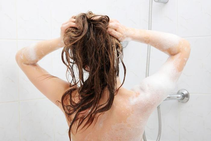 How to Give Your Hair a Natural Detox