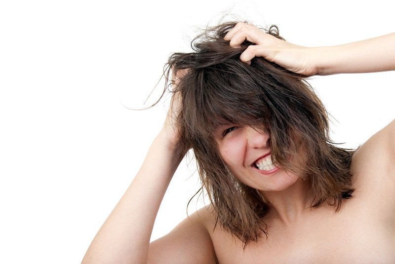 How To Deal With Dandruff and Itchy Scalps