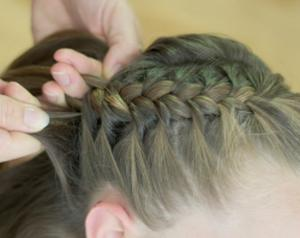 How to Do a Swirl Braid | Stay at Home Mum
