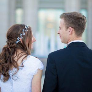 Does A Big Wedding Mean A Happy Marriage?