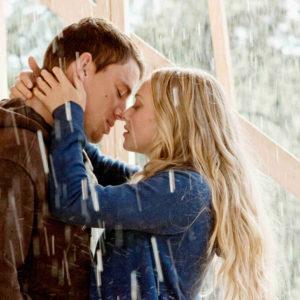 Top 10 Kissing In the Rain Scenes