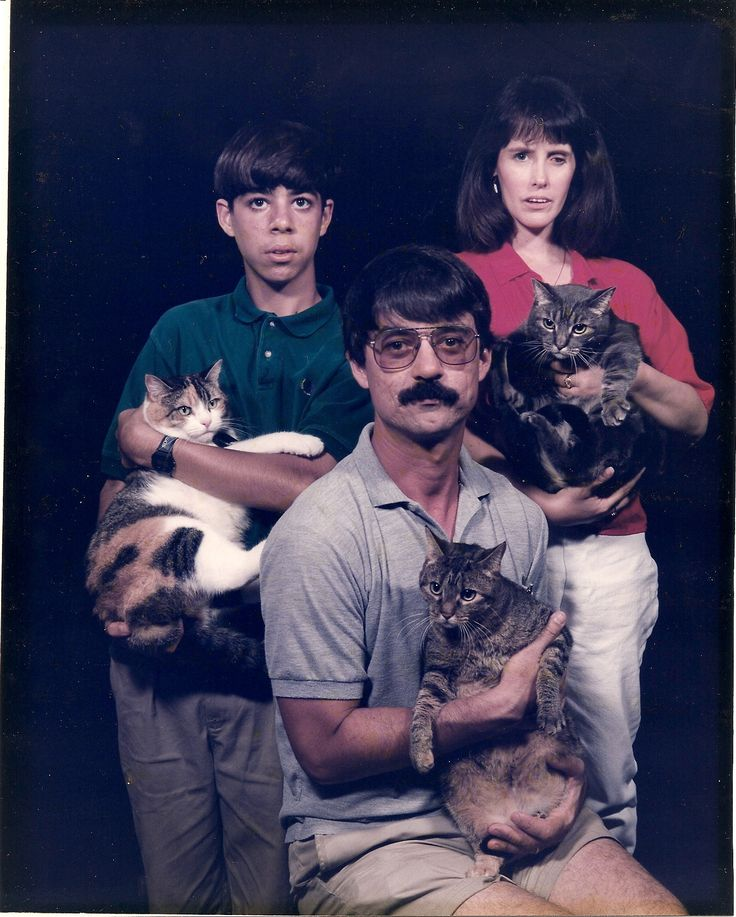 32 Weird Family Portraits That Will Make You Cringe