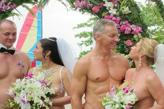 19 of the Most Bizarre Wedding Dresses Ever Worn