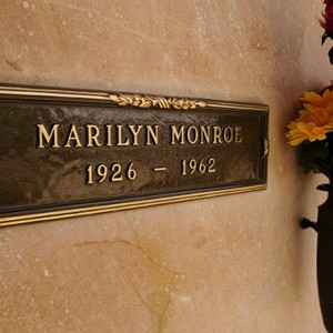 10 Famous Graves You Can Visit