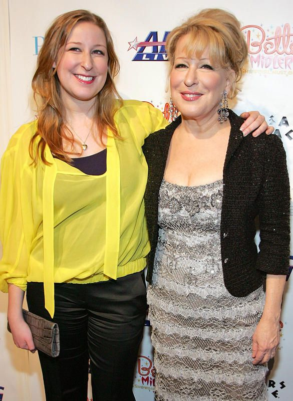 Celebrity Mothers Set Bar Too High For Non Famous Women: 33 Celebrity Mothers And Daughters That Look Identical