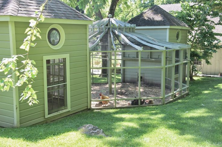 20 pretty chicken coop designs stay at home mum for Fancy chicken coops