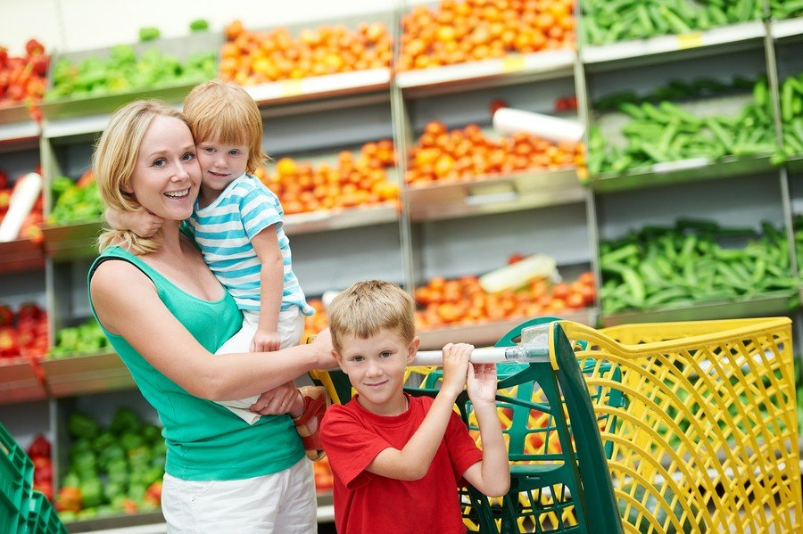 bigstock woman and child girl with shop 31835939 e1452838548555   Stay at Home Mum.com.au