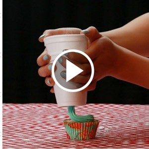 How To Frost Cupcakes Without A Piping Bag