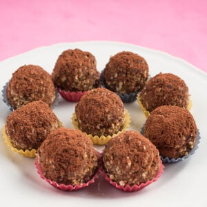 Date and Almond Quinoa Bliss Balls