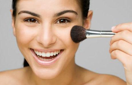 woman makeup brush | Stay at Home Mum.com.au