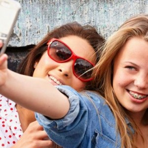 10 Commandments To Drill Into Your Teenager About Social Media