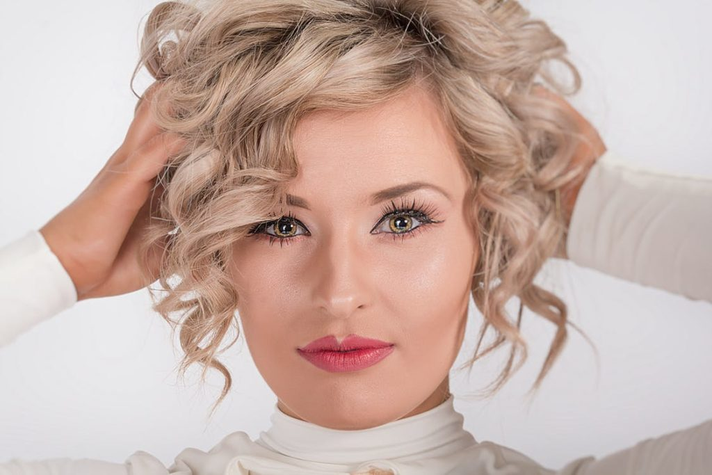 6 Easy Hairstyles You Can Do with a Claw Clip