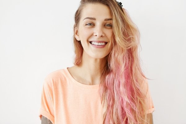 How to Make Bleach Shampoo to Lighten Your Hair Gently