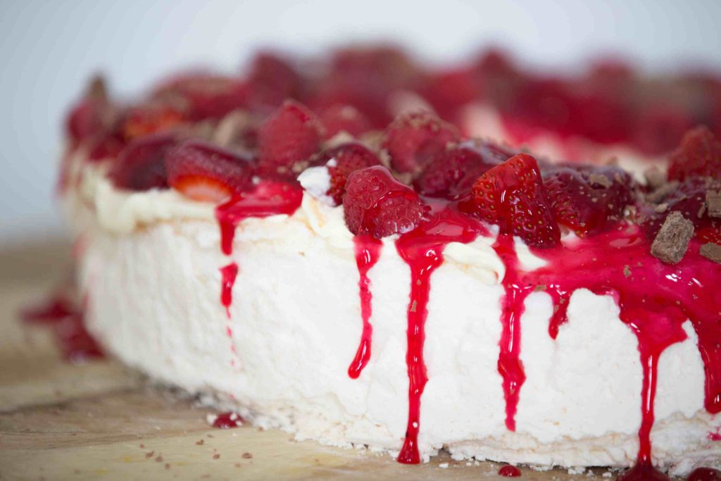 Christmas Berry Wreath Pavlova | Stay at Home Mum
