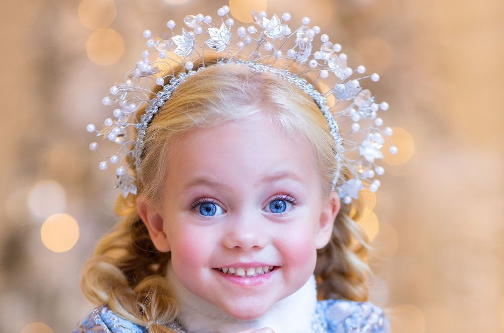 25 Fun Christmas Hairstyles For Kids and Teens