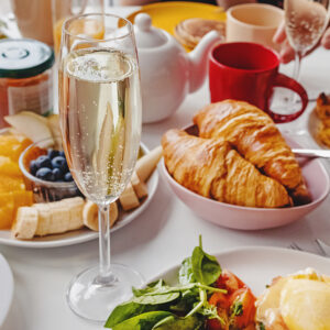 100 Epic Ideas for a Christmas Champagne Breakfast
