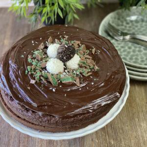 Condensed Milk-Flavoured Chocolate Cake